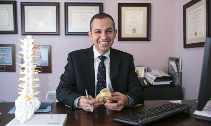 Pain physician Dr. Tamer Elbaz explains the causes of and treatments for knee pain at his office on the Upper West Side of Manhattan on Feb. 24, 2015. (Samira Bouaou/Epoch Times)