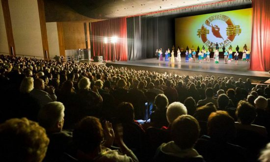 First Commercial Astronaut Says 'Do Not Miss' Shen Yun