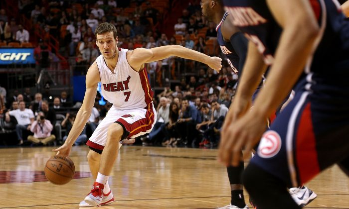 Goran Dragic #7 of the Miami Heat drives to the basket during a game against the Atlanta Hawks at American Airlines Arena on February 28, 2015 in Miami, Florida. (Photo by Mike Ehrmann/Getty Images)