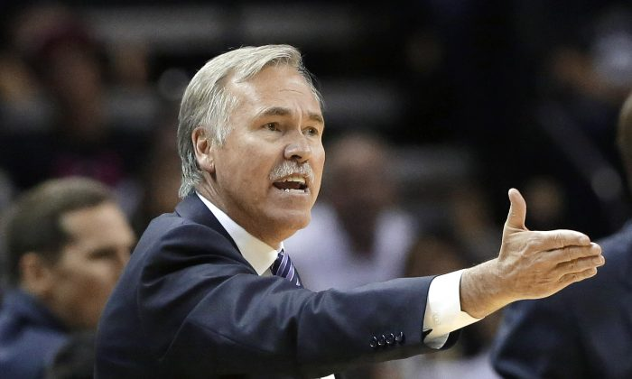 Los Angeles Lakers head coach Mike D'Antoni argues a call during the second half of an NBA basketball game against the San Antonio Spurs, Wednesday, April 16, 2014, in San Antonio. (AP Photo/Eric Gay)