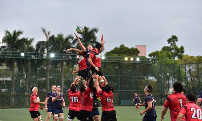A line-out in the semi-final match between HK Scottish vs Valley played at Shek Kip Mei on Saturday Feb 14, 2015. (Bill Cox/Epoch Times)