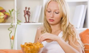 4 Ways to Break the Cycle of Emotional Eating (Video)