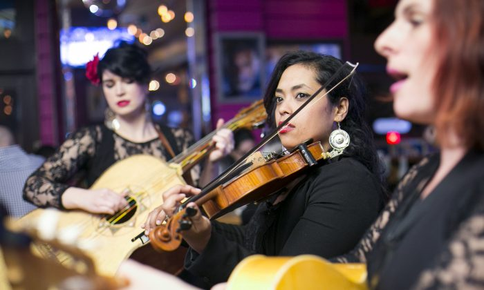 (L-R) Lisa Dowling, Mireya Ramos, and Shae Fiol, members of the female mariachi band Mariachi Flor de Toloache, performing at the Campéon restaurant in New York, on Feb. 27, 2015. (Samira Bouaou/Epoch Times)