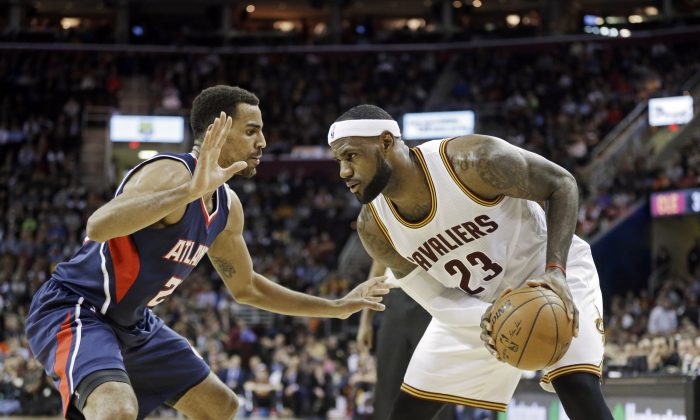 Cleveland Cavaliers' LeBron James (23) faces off with Atlanta Hawks' Thabo Sefolosha in the first quarter of an NBA basketball game Wednesday, Dec. 17, 2014, in Cleveland. (AP Photo/Mark Duncan)