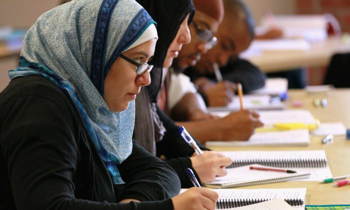 Leenah Safi (L) looks on during a lecture at Zaytuna College in Berkeley, Calif., on Aug. 30, 2010. (Justin Sullivan/Getty Images)