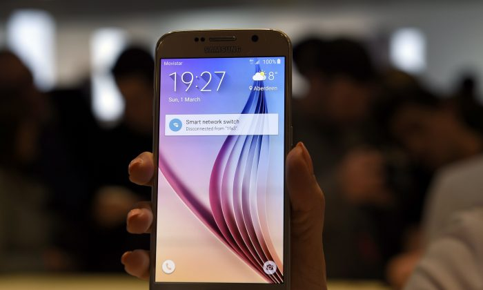 The Samsung Galaxy S6 is presented during the 2015 Mobile World Congress in Barcelona on March 1, 2015. ( Lluis Gene/AFP/Getty Images)