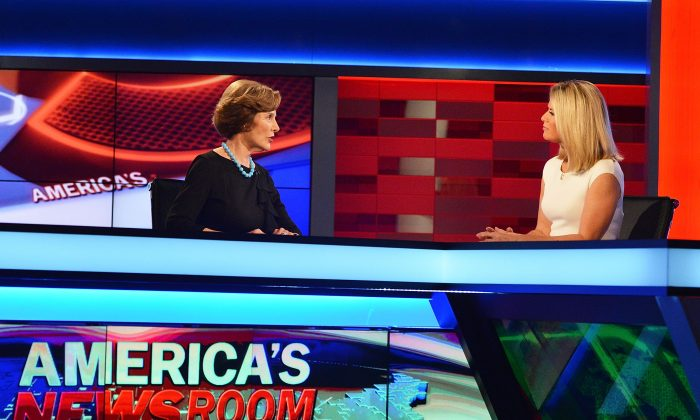 Former First Lady of the United States Laura Bush (L) talks to Fox News anchor Martha MacCallum at FOX's 'America's Newsroom' at FOX Studios on September 24, 2014 in New York City. (Photo by Slaven Vlasic/Getty Images)