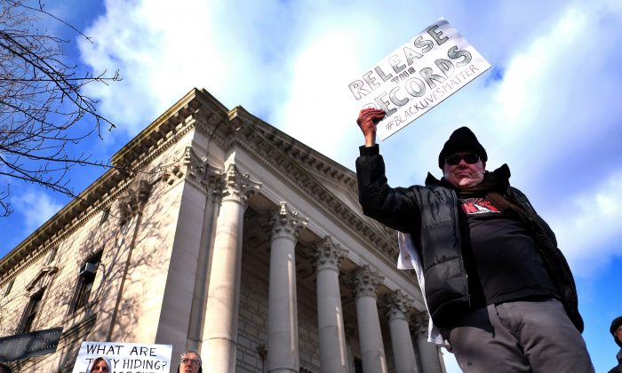 Protesters display a banner and placards during a demonstration outside the courthouse in New York's borough of Staten Island on January 5, 2015. (Jewel Samad/AFP/Getty Images)