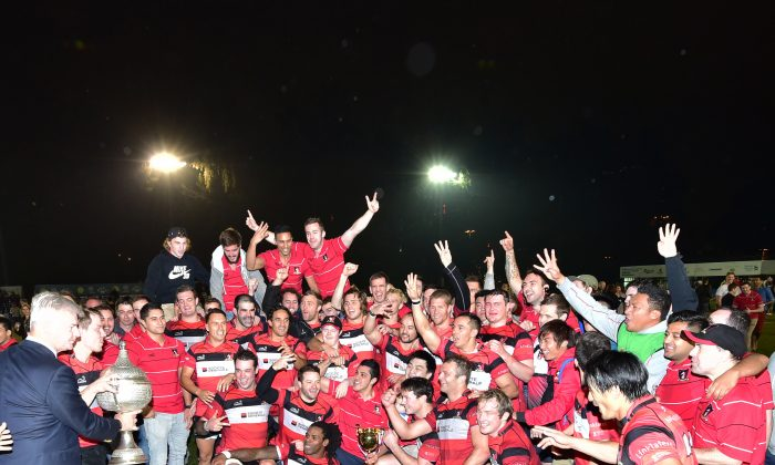 Societe Generale Valley enjoy the moment... after receiving the Premiership Grand Championship trophy on winning the final against Leighton Asia HKCC at King's Park on Saturday March 7 2015. (Bill Cox/Epoch Times)
