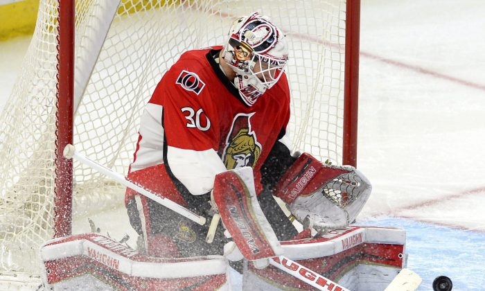 Ottawa Senators' goalie Andrew Hammond makes a save against the Buffalo Sabres in Ottawa on March 6, 2015. (The Canadian Press/Justin Tang)