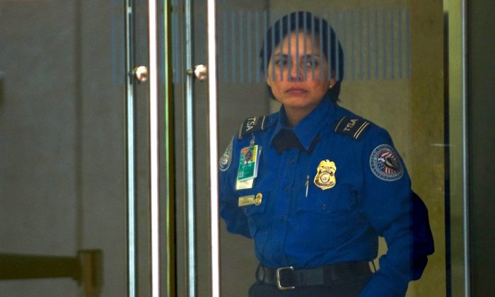 A TSA agent guards a doors at Dulles International Airport, in Chantilly, Virginia. (Paul J. Richards/AFP/Getty Images, file)