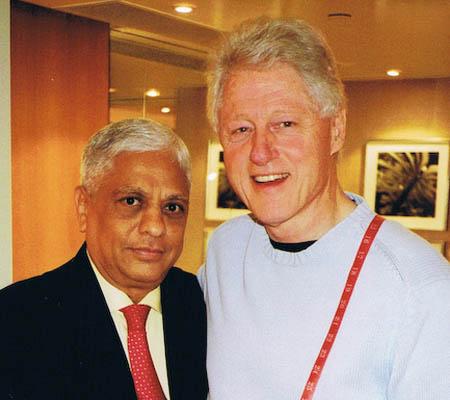 Manu Melwani and Bill Clinton. (Sam's Tailor)