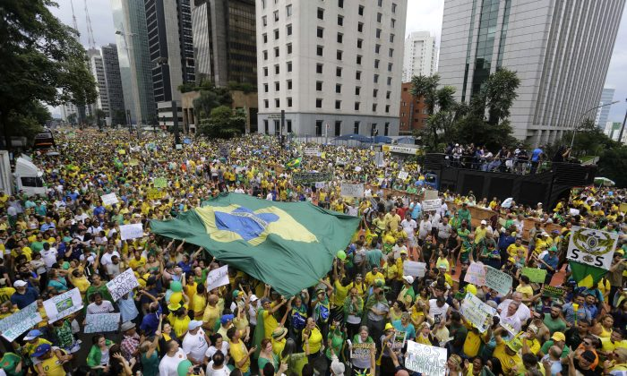 Demonstrators march to demand the impeachment of Brazil's President Dilma Rousseff in Sao Paulo, Brazil, Sunday, March 15, 2015. Brazilians are demonstrating amid an inquiry into a kickback scheme at state-run oil company Petrobras, which prosecutors call the biggest corruption case yet uncovered in Brazil. (AP Photo/Nelson Antoine)