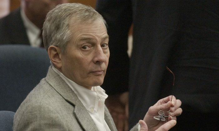Robert Durst looks around the courtroom during his 2003 murder trial, in Galveston, Texas. (Pat Sullivan/AP Photo)