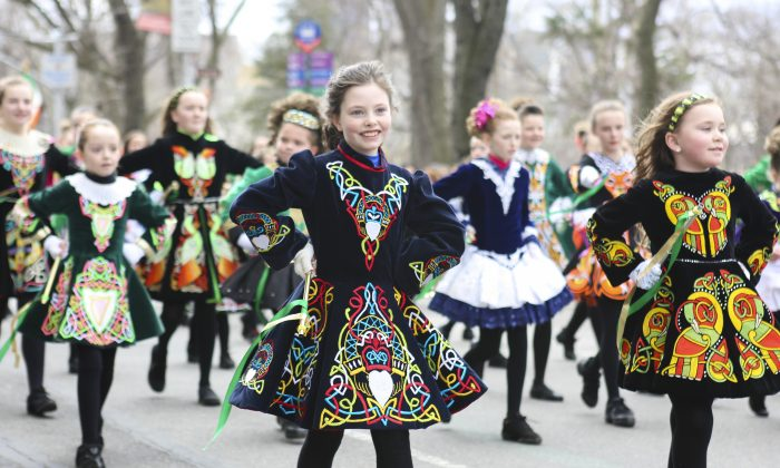 Girls from the Irish Dancing and Music Association march in the St. Patrick's Day parade in New York on March 17, 2015. (Samira Bouaou/Epoch Times)