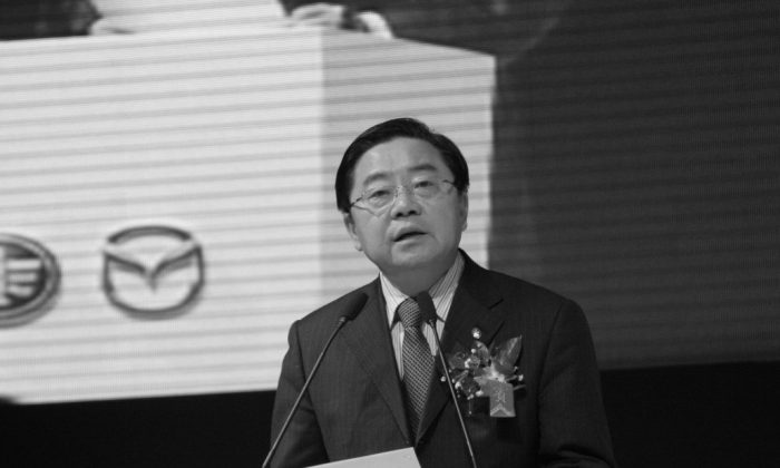 A screenshot from auto.sina.com.cn shows the chairman of China's FAW Group Corporation, Xu Jianyi. Xu was put under investigation for corruption on March 15, 2015, according to anti-graft investigators. (Epoch Times)