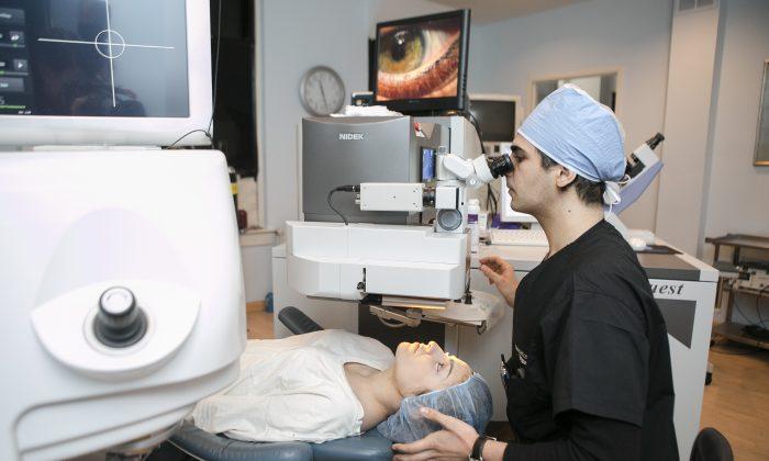 Refractive surgery technician Igor Yadgarov demonstrates how a Nidek laser machine works at Diamond Vision in New York City, on Feb. 6, 2015. (Samira Bouaou/Epoch Times)