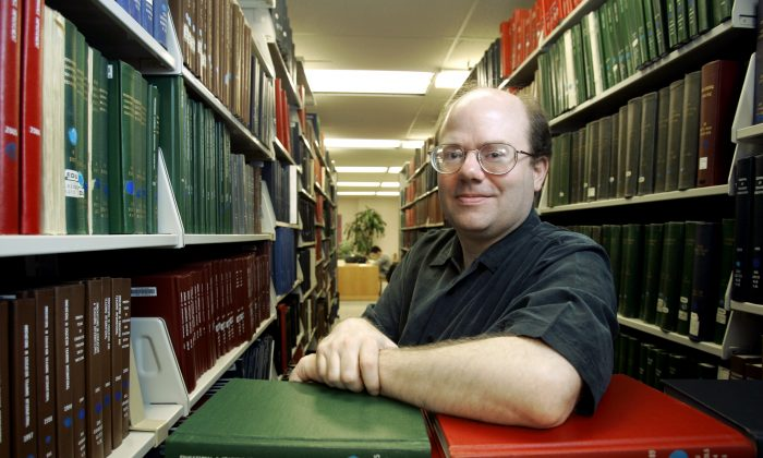 Larry Sanger, co-founder of Wikipedia and former philosophy professor, among stacks of reference books at a library in Columbus, Ohio, on March 26, 2007. (Kiichiro Sato/AP Photo)