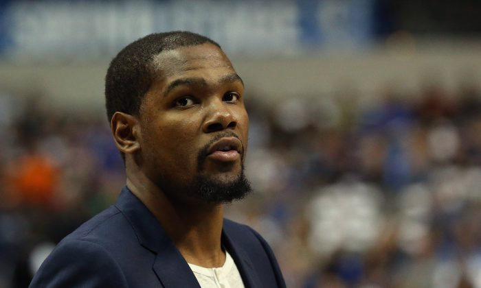 Kevin Durant #35 of the Oklahoma City Thunder at American Airlines Center on March 16, 2015 in Dallas, Texas. (Photo by Ronald Martinez/Getty Images)