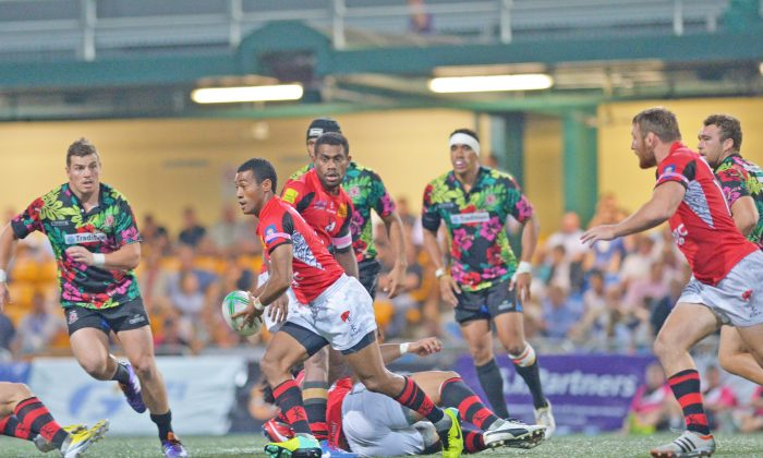BGC Dragons on the attack during their win against Tradition YCAC in the final of the Hong Kong Tens 2014. (Bill Cox/Epoch Times)