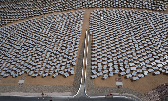 Heliostats at the Ivanpah Solar Electric Generating System are seen from above in the Mojave Desert in California near Primm, Nev., on March 3, 2014. (Ethan Miller/Getty Images)