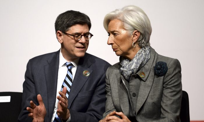 Managing Director of the International Monetary Fund, Christine Lagarde (R) and U.S. Treasury Secretary Jacob Lew speak during a G20 meeting in Istanbul, Turkey, Feb. 10, 2015. (AP Photo)