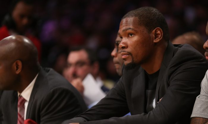 Kevin Durant of the Oklahoma City Thunder the Los Angeles Lakers at Staples Center on March 1, 2015 in Los Angeles, California.(Photo by Stephen Dunn/Getty Images)