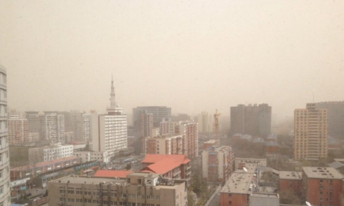 The worst sand storm this year hits Beijing, China, on March 28. 2015. (Weibo.com)