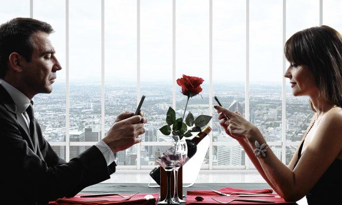 """That's so romantic ..."" (Peshkova and OSTILL/iStock/Thinkstock - creative image Epoch Times)"