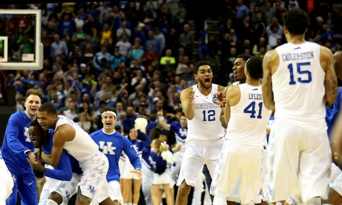 The heavily-favored Kentucky Wildcats enter the Final Four with a 38–0 record. (Andy Lyons/Getty Images)