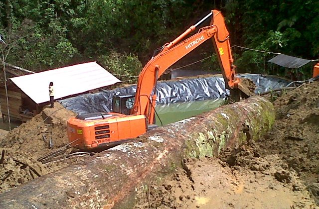 A Boltim Primanusa Resources excavator in Garini forest near Buyat Bay, North Sulawesi. Photo: United Buyat Solidarity Front