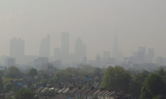 Air pollution in London in 2014. (David Holt, CC BY-SA 4.0)