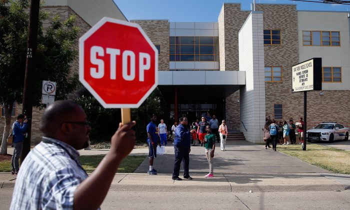 Students are dismissed from Sam Tasby Middle School on October 1, 2014 in Dallas, Texas. (Tom Pennington/Getty Images)