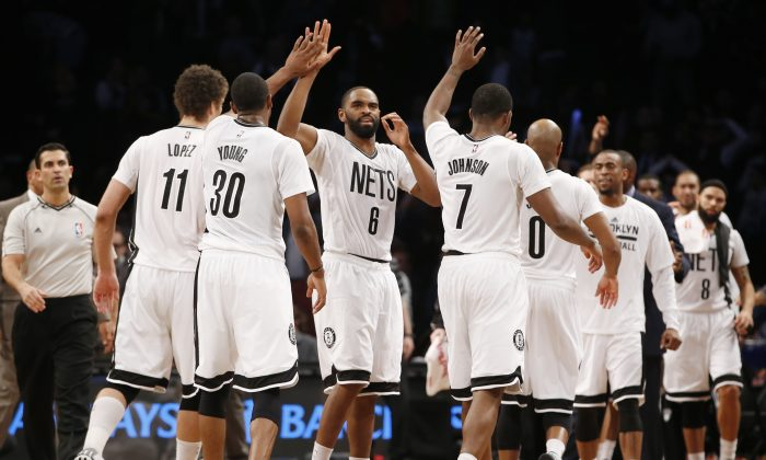 Brooklyn Nets guard Alan Anderson (6) celebrates with teammates after the Nets defeated the Indiana Pacers 111-106 in an NBA basketball game at the Barclays Center, Tuesday, March 31, 2015, in New York. (AP Photo/Kathy Willens)