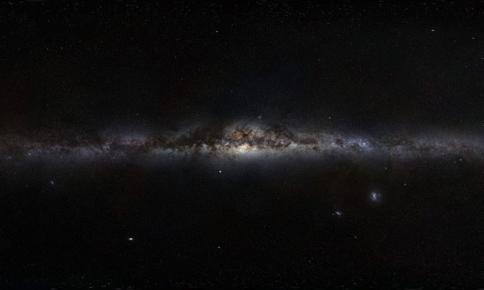 Our solar system moves within the Milky Way, pictured here, and every 30 million years there are problems.  (European Southern Observatory, CC BY 4.0/Wikimedia Commons)