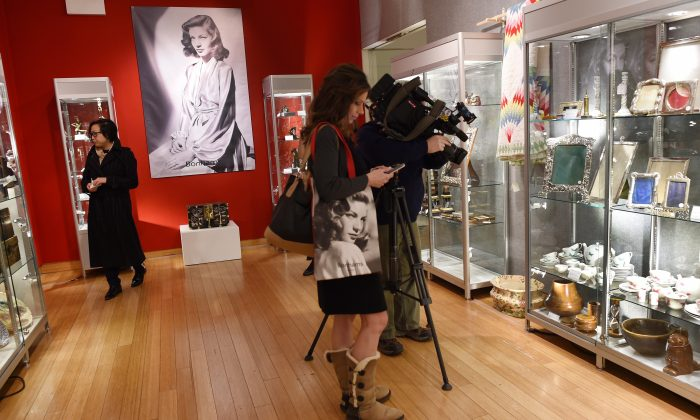 Reporters and camera crews get a preview of items from the Lauren Bacall Collection at Bonham's in New York on March 24, 2015. (DON EMMERT/AFP/Getty Images)