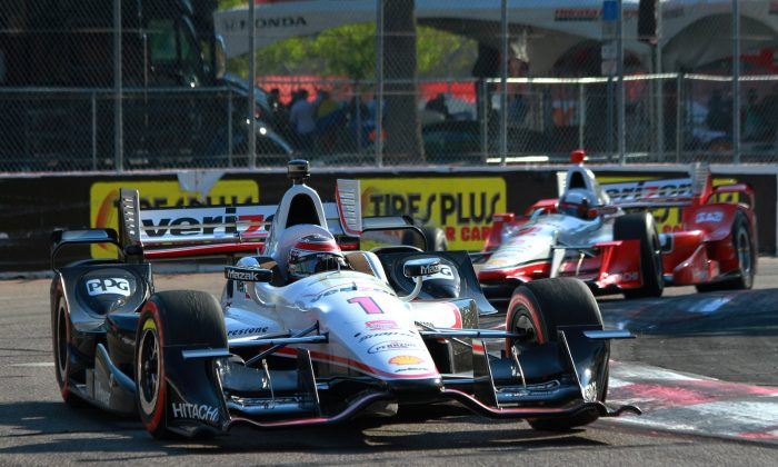 Chevrolet-powered Penske Racing drivers Will Power (1) and Juan Montoya (2) finished 1–2 at the IndyCar Firestone Grand Prix of St. Petersburg, Sunday, March 29, 2015. (Chris Jasurek/Epoch Times)