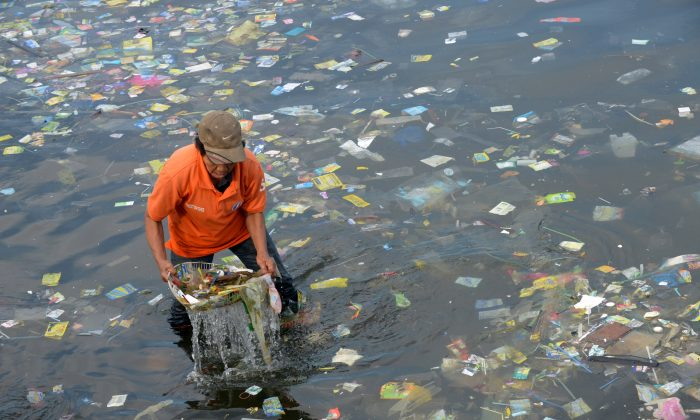 File photo showing plastic bags and other rubbish collected from the waters of Manila Bay, Philippines, on July 3, 2014. (Jay Directo/AFP/Getty Images)