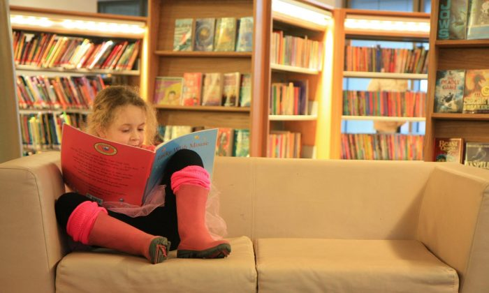 Kids need to be interested in the book they're reading, so it's better if they choose it themselves. (Barney Moss, CC BY 2.0)