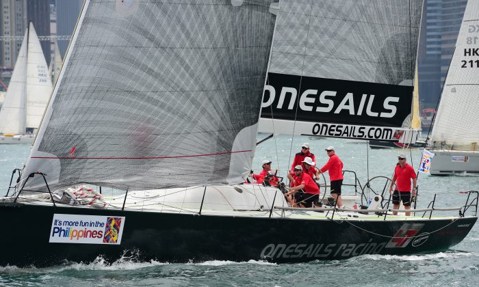 'OneSails Racing' chooses the best line from the start, in light wind conditions, to move ahead of the fleet in the modified San Fernando Race 2015 on Wednesday April 1. (Bill Cox/Epoch Times)
