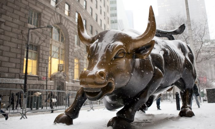 "The sculpture ""Charging Bull"" at Broadway and Morris near the southern tip of Manhattan in January 2014. (Samira Bouaou/Epoch Times)"