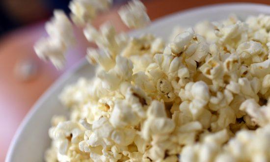 3 Ways to Keep Popcorn Healthy