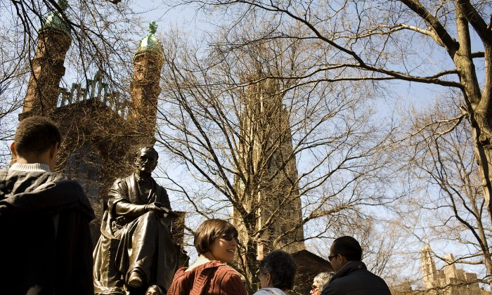 A guided tour around the campus of Yale University in New Haven, Conn., on April 15, 2008. (Photo by Christopher Capozziello/Getty Images)