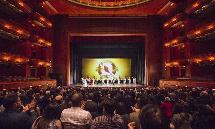 Data Scientist and Artist Impressed by Shen Yun