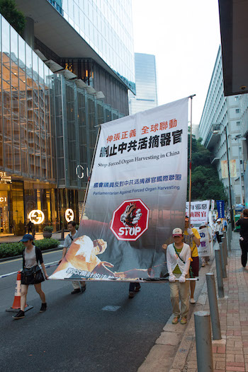 Falun Gong practitioners protest live organ harvesting during a China's National Day parade in Hong Kong on Oct. 1, 2014. (Benjamin Chasteen/Epoch Times)