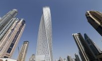 Dubai's 1007-ft Cayan Tower is No Match for 'French Spiderman'