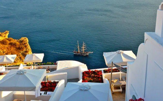 Santorini (Freya Renders, Holiday Nomad)