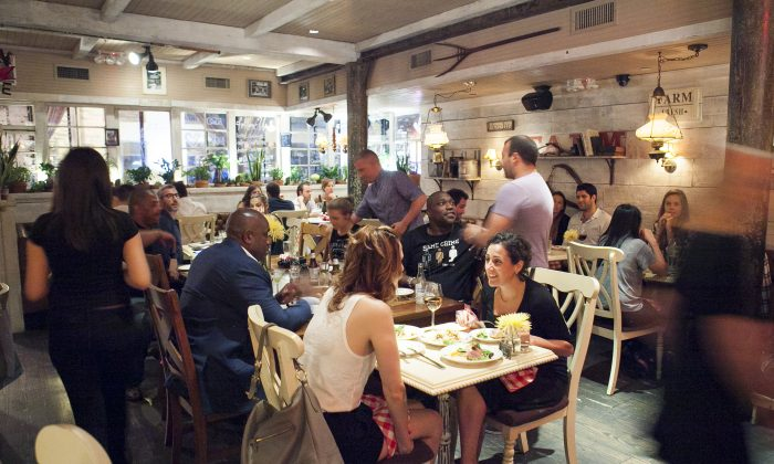 Diners at at Chalk Point Kitchen in SoHo, New York, August 14, 2014. (Samira Bouaou/Epoch Times)