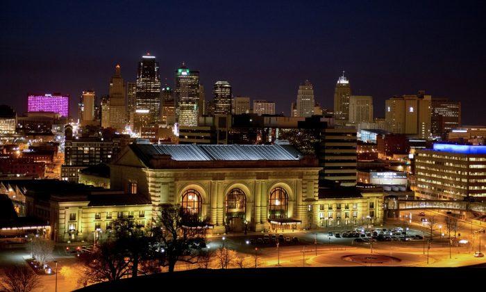 Downtown Kansas City, Missouri skyline behind historic Union Station. (Cat Rooney/Epoch Times)