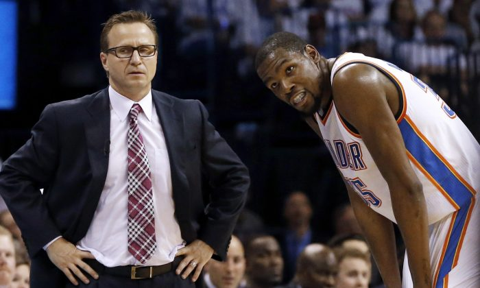 Former Oklahoma City Thunder coach Scott Brooks (L) and forward Kevin Durant made the playoffs five straight seasons but were unable to bring home a title together. (AP Photo/Sue Ogrocki)